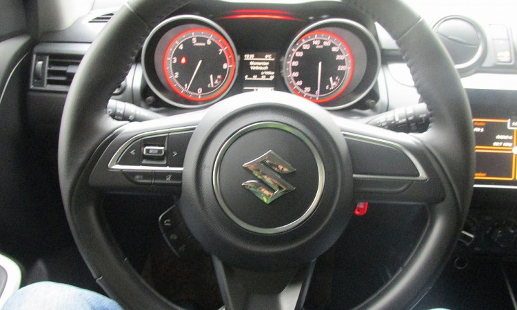 97588_1406434172917_slide bei Autohaus Radauer in