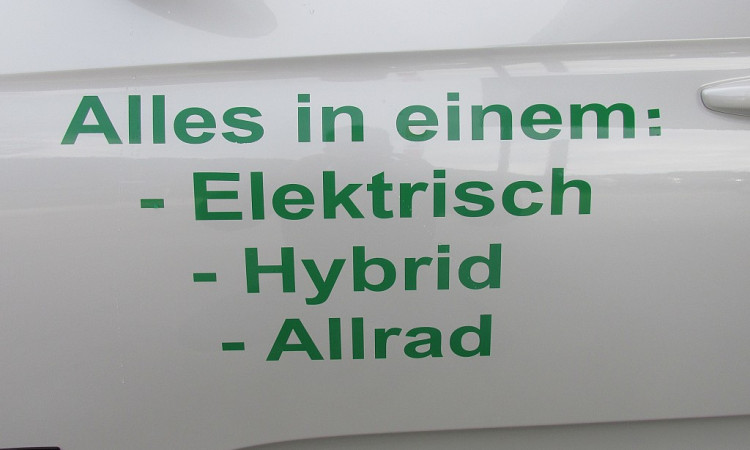 98999_1406439375683_slide bei Autohaus Radauer in