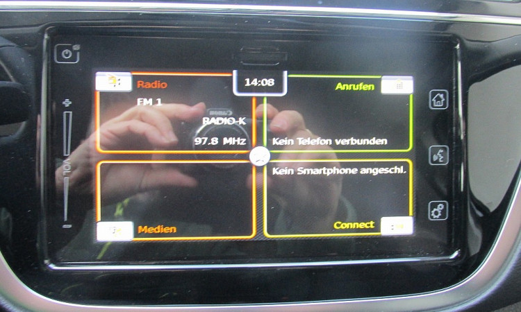 99542_1406438705497_slide bei Autohaus Radauer in