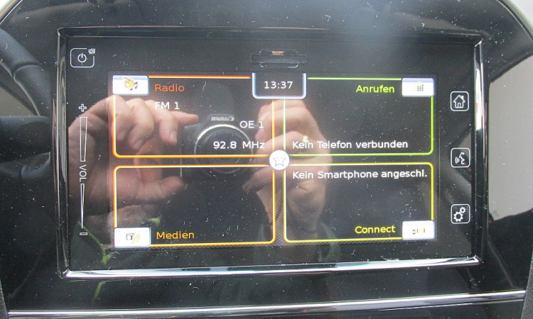 100171_1406441150099_slide bei Autohaus Radauer in