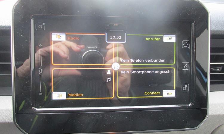 101557_1406445036611_slide bei Autohaus Radauer in