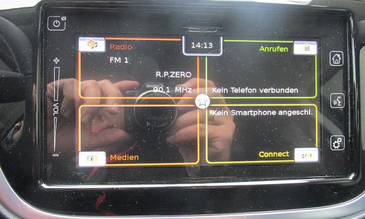 103438_1406458375303_slide bei Autohaus Radauer in