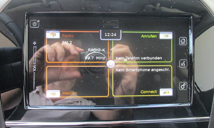 105433_1406466552831_slide bei Autohaus Radauer in