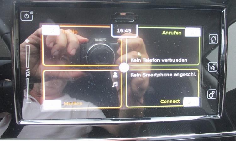 105470_1406466638999_slide bei Autohaus Radauer in