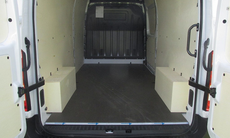 105037_1406470344921_slide bei Autohaus Radauer in