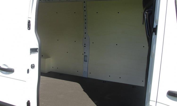 105037_1406470344923_slide bei Autohaus Radauer in