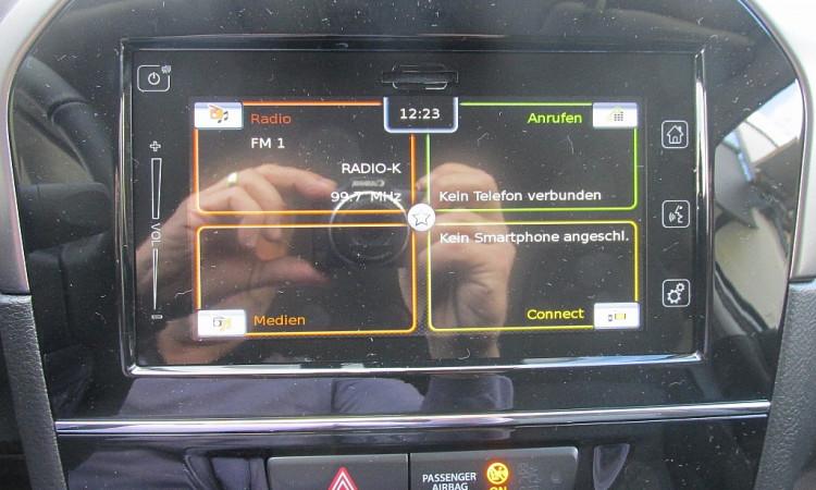 108028_1406477956595_slide bei Autohaus Radauer in